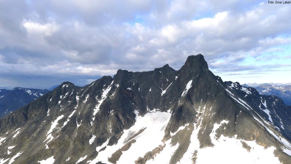 Storen og Skagastølsryggen sett fra Søndre Dyrehaugstind