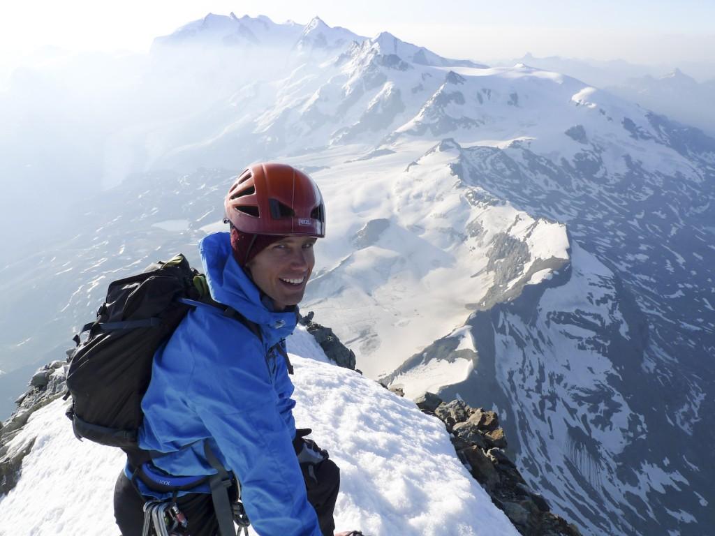 På toppen av Matterhorn, Monte Rosa i bakgrunnen