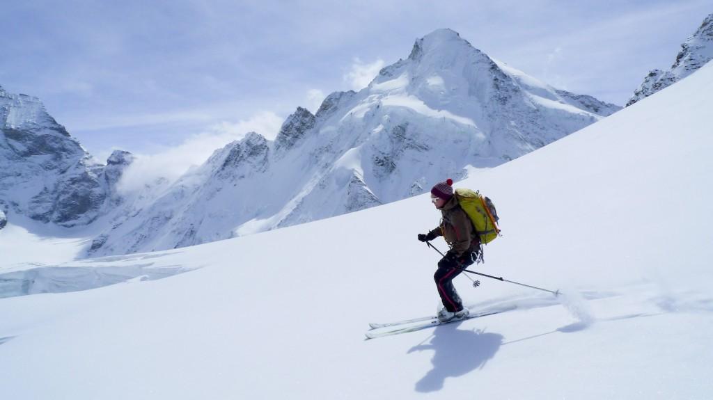 Nedkjøring på fra Col Valpelinne, Matterhorn i bagrunnen