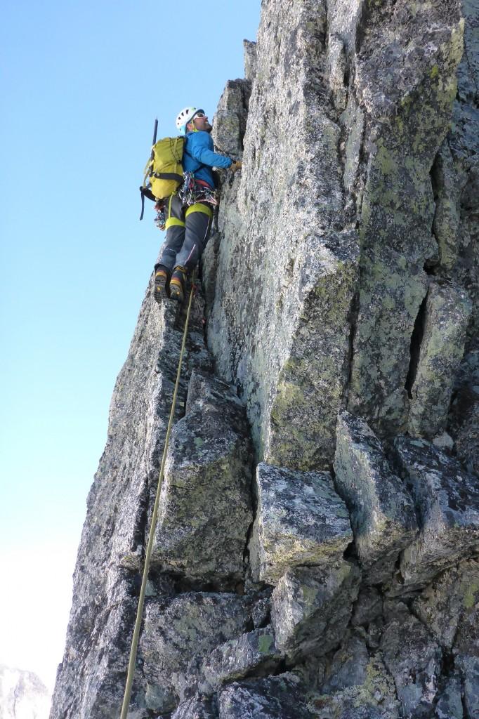 Artig klatring langs ryggen!